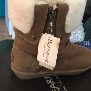 BRAND NEW Bear paw Madison boots in HICKORY color